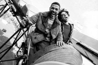 Razzabastarda: Giovanni Anzaldo e Alessandro Gassman sulle montagne russe in una scena