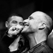 Razzabastarda: Matteo Taranto sorride in una scena