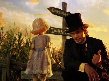 Il grande e potente Oz: James Franco parla con una delle strane creature che popolano il regno di Oz