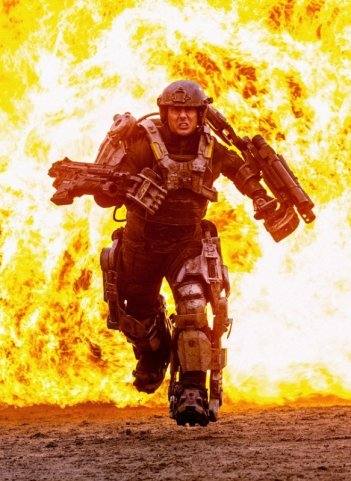 Tom Cruise nella prima, infuocata, immagine di All You Need is Kill