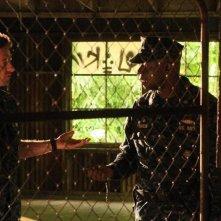 Andre Braugher con Scott Speedman in una scena dell'episodio Nuke It Out della prima stagione di Last Resort