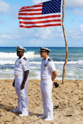 Andre Braugher e Scott Speedman in una scena dell'episodio L'accordo della prima stagione di Last Resort