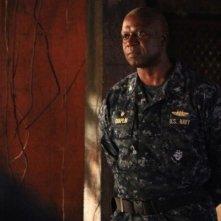 Andre Braugher  in una scena dell'episodio Nuke It Out della prima stagione di Last Resort