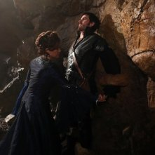 Barbara Hershey e Colin O'Donoghue in una scena dell'episodio Into the Deep della serie C'era una volta