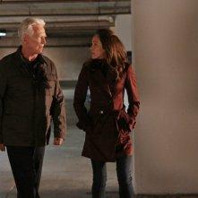 Bruce Davison, Autumn Reese in una scena dell'episodio Traditori della prima stagione di Last Resort