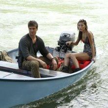 Daniel Lissing e Dichen Lachman in una scena dell'episodio Otto rintocchi della serie Last Resort