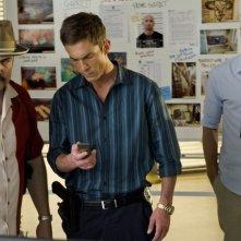 Dexter: David Zayas, Desmond Harrington e Michael C. Hall nell'episodio Run