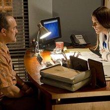 Dexter: Jennifer Carpenter e David Zayas nell'episodio Swim Deep