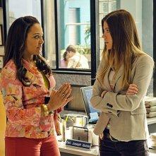 Dexter: Jennifer Carpenter e Lauren Velez nell'episodio Chemistry
