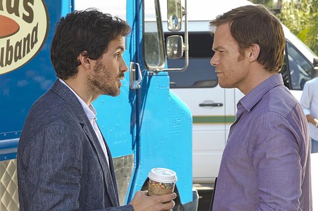 Dexter Michael C Hall E Santiago Cabrera In Una Scena Dell Episodio Do The Wrong Thing 257410