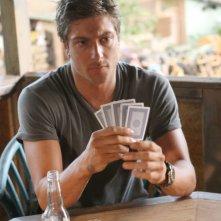 Daniel Lissing in una scena dell'episodio Traditori della prima stagione della serie Last Resort