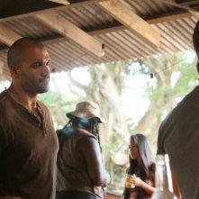 Isaac Gilmore in una scena dell'episodio Traditori della prima stagione di Last Resort