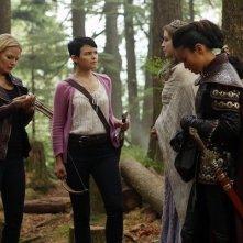 Jamie Chung, Ginnifer Goodwin con Jennifer Morrison in una scena dell'episodio Into the Deep della serie C'era una volta