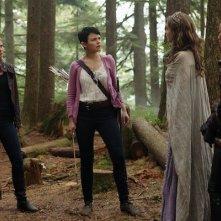 Jamie Chung, Ginnifer Goodwin, Sarah Bolger e Jennifer Morrison in una scena dell'episodio Into the Deep della serie C'era una volta