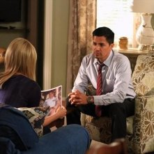 Jay Hernandez e Jessy Schram in una scena dell'episodio Nuke It Out della prima stagione di Last Resort