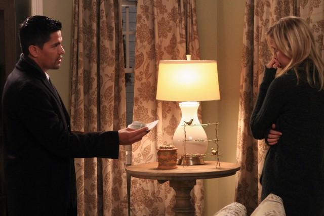 Jessy Shram E Jay Hernandez In Una Scena Dell Episodio Traditori Della Prima Stagione Di Last Resort 257316