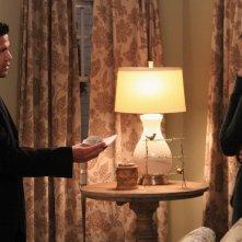 Jessy Shram e Jay Hernandez in una scena dell'episodio Traditori della prima stagione di Last Resort