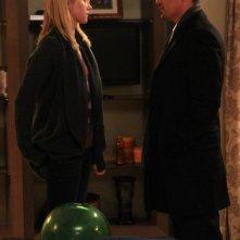 Jessy Shram insieme a Jay Hernandez in una scena dell'episodio Traditori della prima stagione di Last Resort