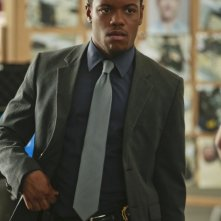 Jon Michael Hill in una scena dell'episodio Flight Risk della prima stagione di Elementary