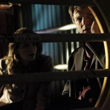 Nathan Fillion con Stana Katic in una scena dell'episodio After Hours della serie Castle - Detective tra le righe
