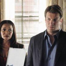 Nathan Fillion e Tamala Jones in una scena dell'episodio Probable Cause della serie Castle - Detective tra le righe