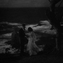 Ray Milland con Gail Russell in una sequenza del film La casa sulla scogliera (1944)
