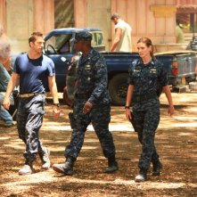 Scott Speedman, Andre Braugher, Daisy Betts in una scena dell'episodio Traditori della prima stagione di Last Resort