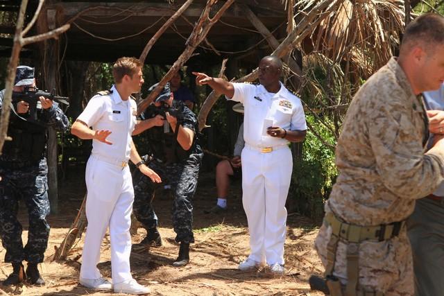 Scott Speedman E Andre Braugher In Una Scena Dell Episodio L Accordo Della Prima Stagione Di Last Re 257289