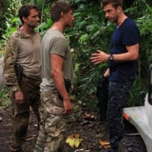Scott Speedman e Daniel Lissing in una scena dell'episodio Nuke It Out della prima stagione di Last Resort