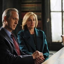 Brenda Strong e Tom Amandes in una scena dell'episodio All Roads Lead to Fitz della seconda stagione di Scandal