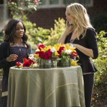 Candice Accola e Gabby Douglas in una scena dell'episodio My Brother's Keeper della serie TV The Vampire Diaries
