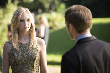 Candice Accola e Joseph Morgan in una scena dell'episodio My Brother's Keeper della serie TV The Vampire Diaries