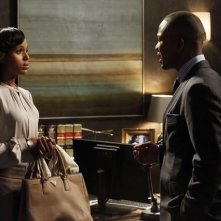 Columbus Short e Kerry Washington in una scena dell'episodio Spies Like Us della seconda stagione di Scandal