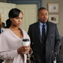 Darby Stanchfield, Kerry Washington e Columbus Short in una scena dell'episodio The Other Woman della seconda stagione di Scandal