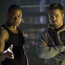 David Ramsey e Stephen Amell in una scena dell'episodio Legacies della prima stagione di Arrow