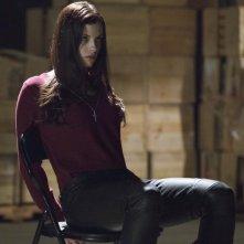 Jessica De Gouw in una scena per l'episodio Muse of Fire della prima stagione della serie Arrow