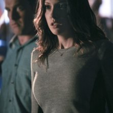 Lane Edwards e Katie Cassidy in una scena dell'episodio An Innocent Man della prima stagione di Arrow