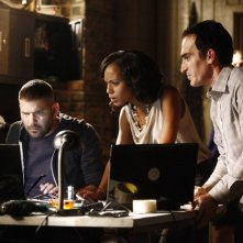 Patrick Fischler. Kerry Washington e Guillermo Diaz in una scena dell'episodio Hunting Season della seconda stagione di Scandal