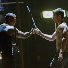 Stephen Amell con David Ramsey in una scena dell'episodio Legacies della prima stagione di Arrow