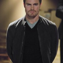 Stephen Amell in una scena dell'episodio Muse of Fire della prima stagione di Arrow