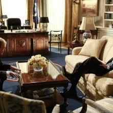 Tony Goldwin e Jeff Perry in una scena promozionale dell'episodio Beltway Unbuckled della seconda stagione di Scandal