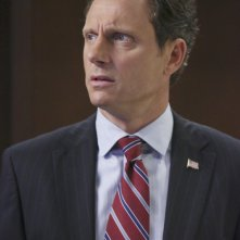 Tony Goldwin in una scena dell'episodio The Other Woman della seconda stagione di Scandal