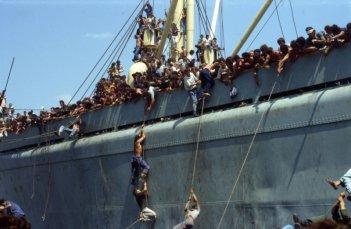 Anija - La nave: una scena tratta dal documentario sullo sbarco della nave albanese
