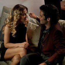 Ci vediamo a casa: Myriam Catania insieme a Giulio Forges Davanzati in una scena