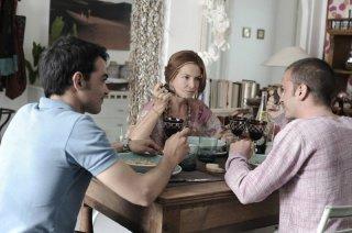 Ci vediamo a casa: Nicolas Vaporidis insieme a Primo Reggiani e Giuliana De Sio in una scena