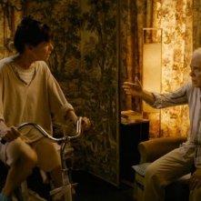 E se vivessimo tutti insieme?: Geraldine Chaplin e Guy Bedos in una scena
