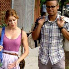 Elisabeth Hower e Jordan Carlos in una scena dell'episodio A Piece of Cake della prima stagione della serie In cerca di Jane