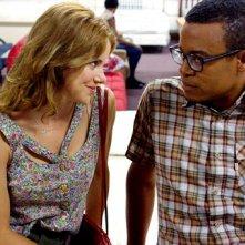 Elisabeth Hower e Jordan Carlos in una scena dell'episodio Baby Monkeys della prima stagione della serie In cerca di Jane