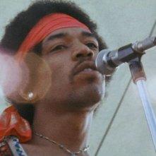 Hendrix 70. Live at Woodstock: un bel primo piano di Jimi Hendrix in una scena del documentario a lui dedicato