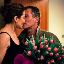 L'amore è imperfetto: Anna Foglietta in una scena del film bacia Bruno Wolkowitch